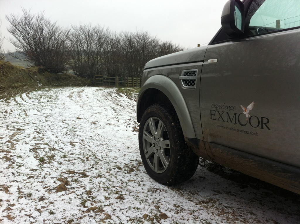 Light snowfall this morning no problem for a Land Rover Discovery4